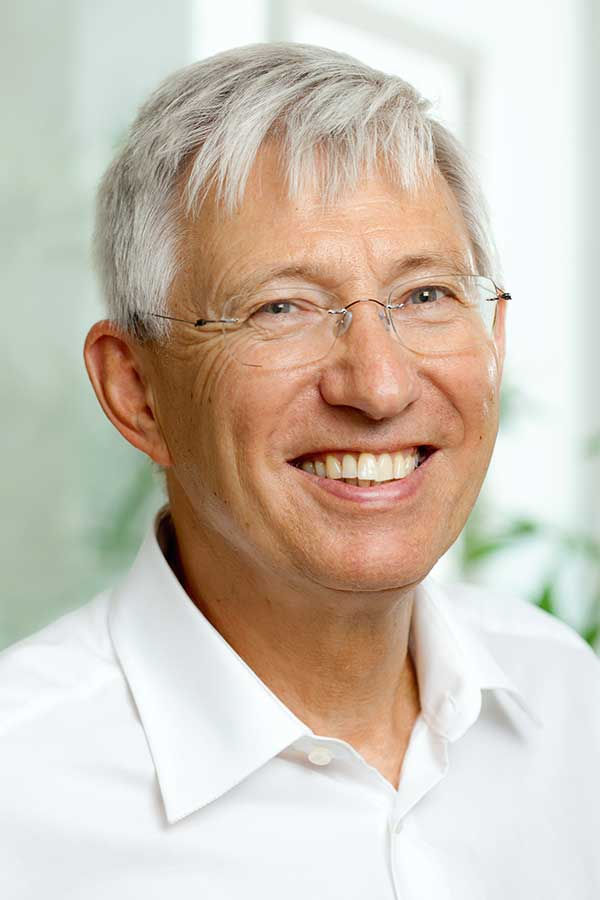 Dr. Josef Bayer
