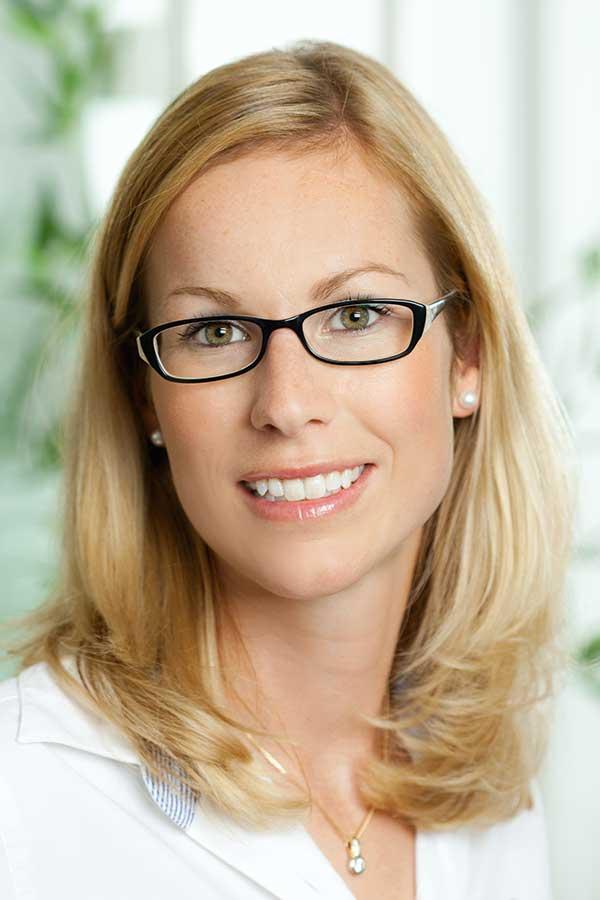 Dr. Veronika Bayer